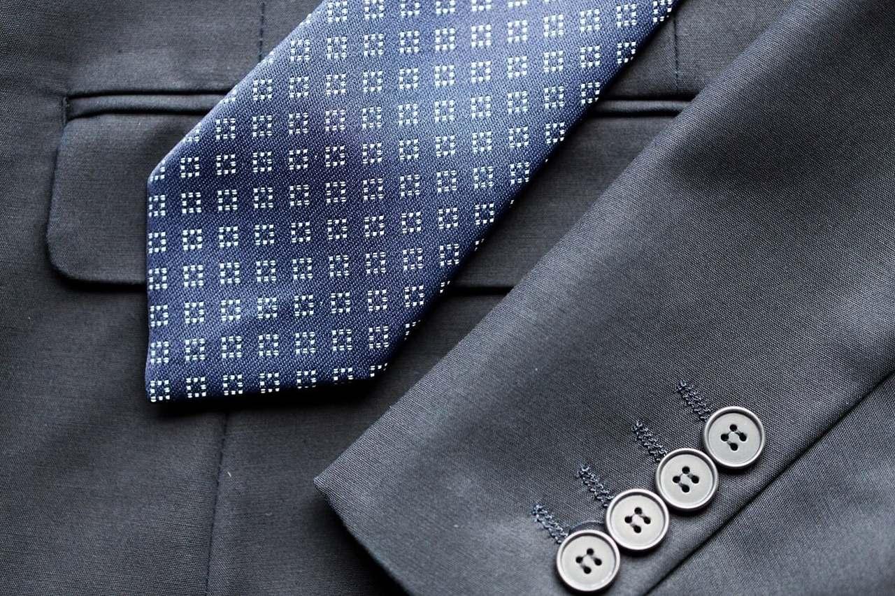 Krawatte auf einem Anzug