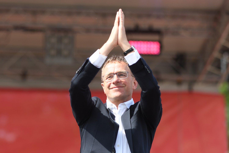 Ralf Ragnick(RB Leipzig) bedankt sich beim RB.