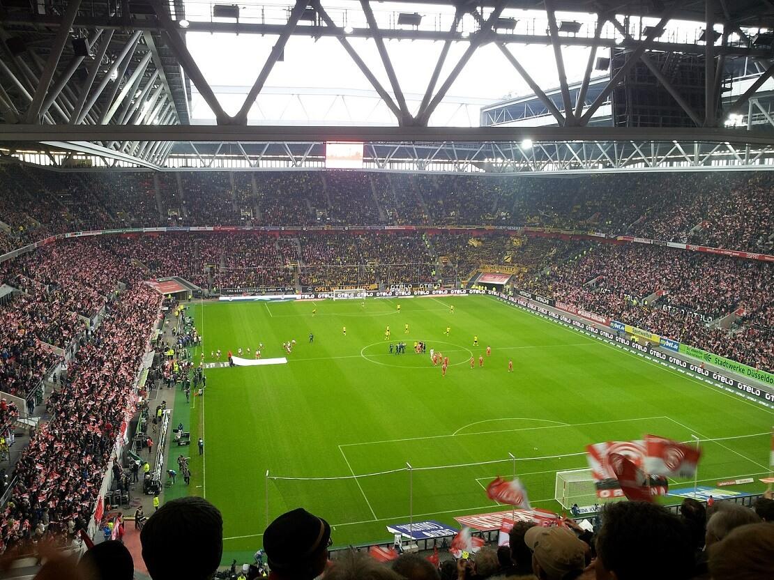 Voll besetztes Stadion von Fortuna Düsseldorf