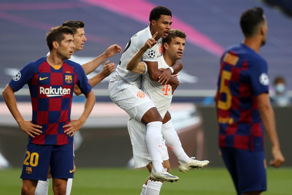 Thomas Müller und Serge Gnabry bejubeln ein Tor gegen Barcelona