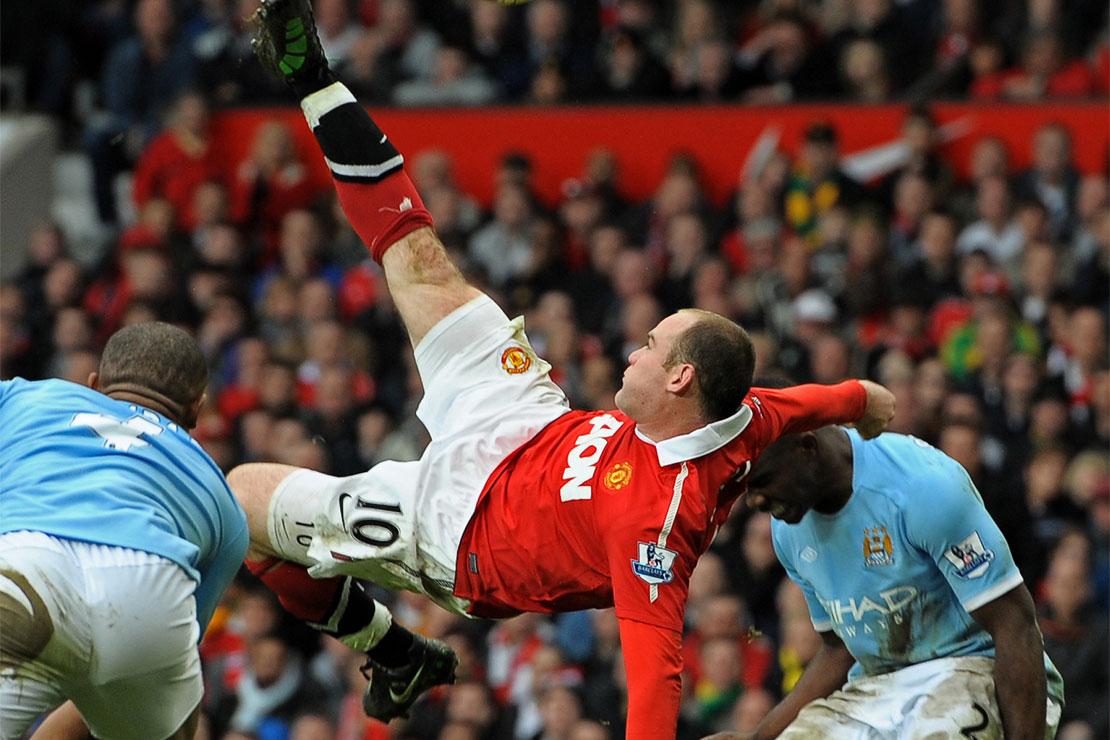 Wayne Rooney von Manchester United macht einen Fallrückzieher gegen Manchester City