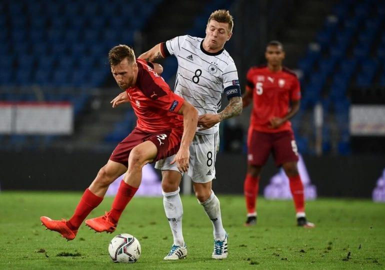 Wieder drei Gegentore – Deutschland spielt unentschieden gegen die Schweiz