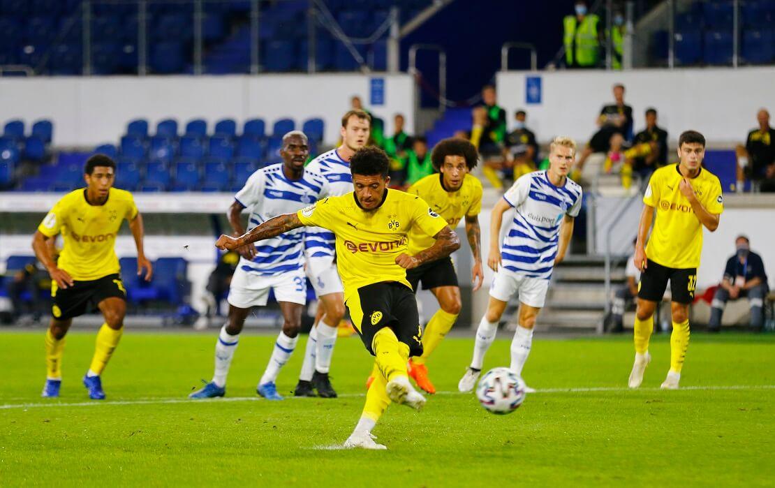 Jadon Sancho schießt einen Elfmeter gegen Duisburg