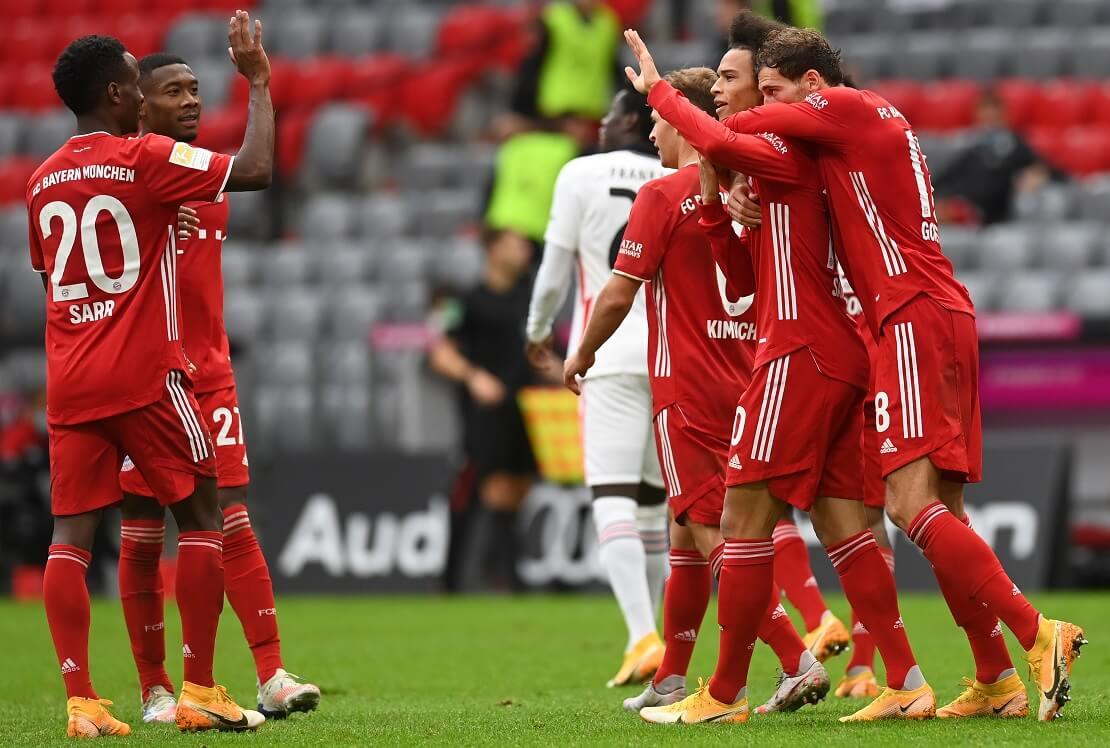 Spieler des FC Bayern jubeln gegen Eintracht Frankfurt