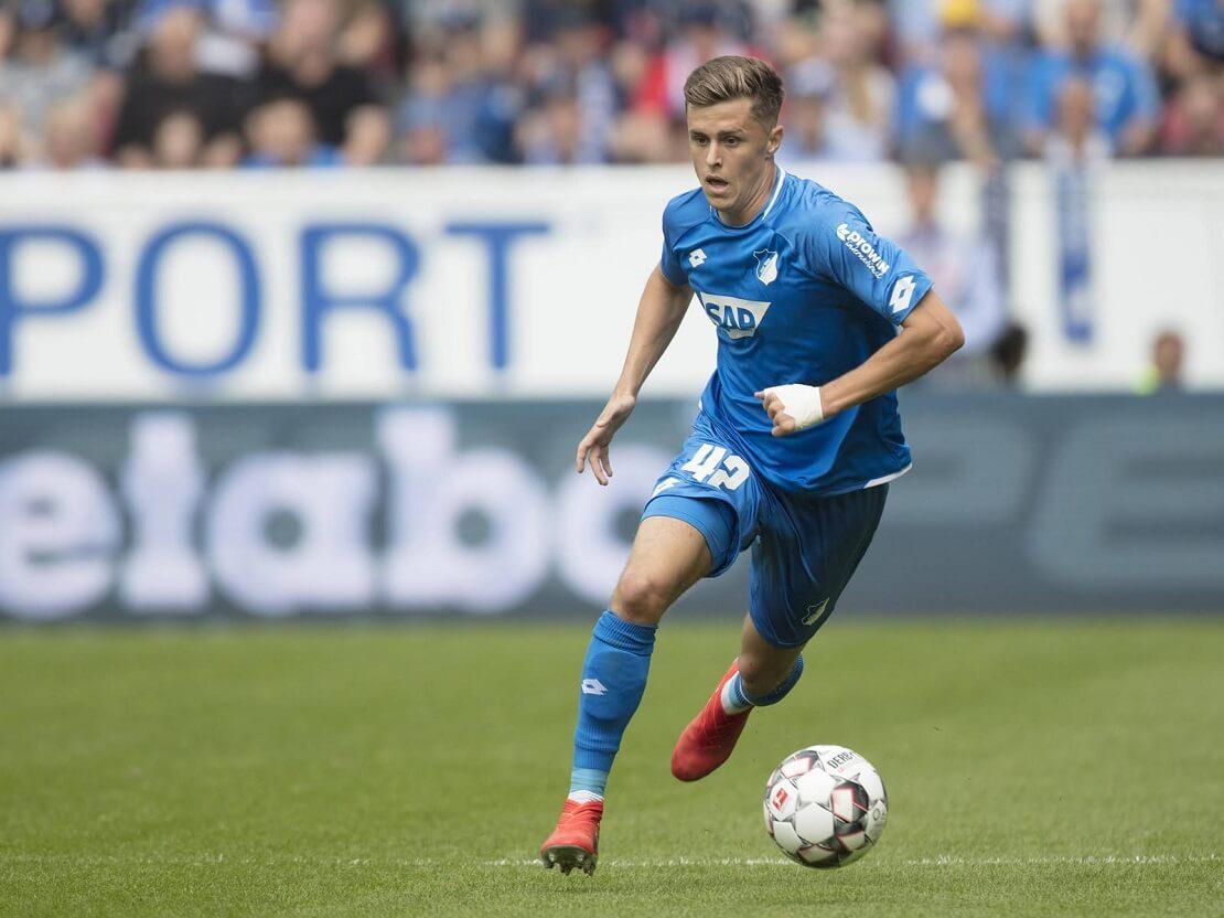 Christoph Baumgartner von TSG Hoffenheim dribbelt
