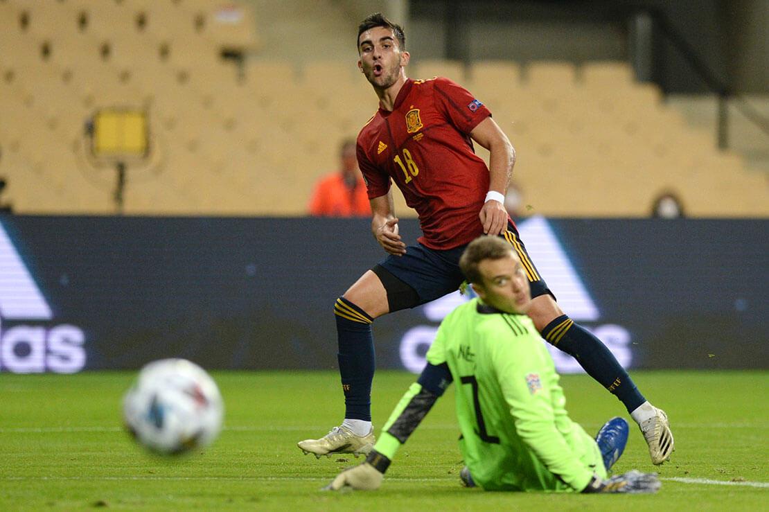 Spanien:Deutschland - Torres gegeb Neuer (AFP)