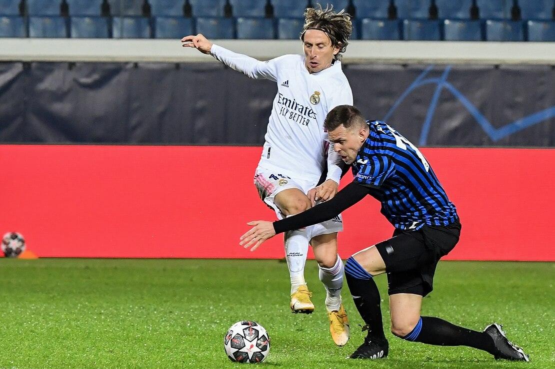 Luka Modric in einem Duell um den Ball