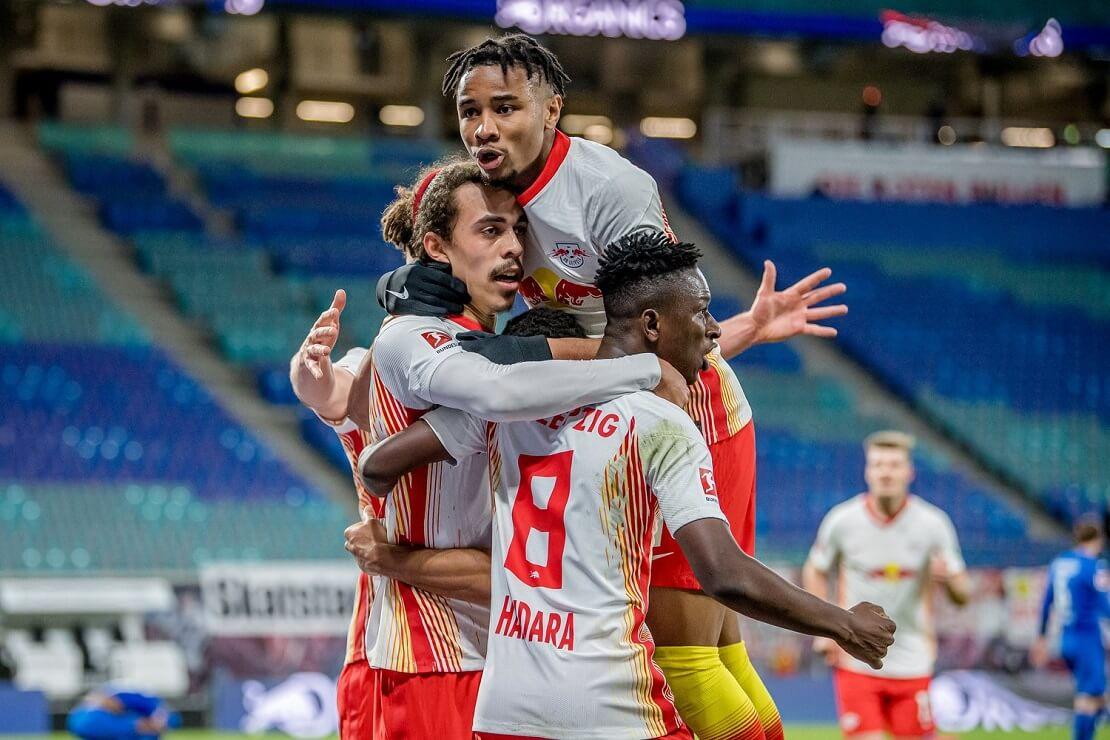 Spieler von RB Leipzig bejubeln ein Tor