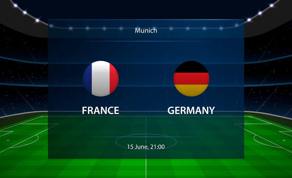 Die Flaggen von Frankreich und Deutschland vor einem virtuellen Fußballfeld