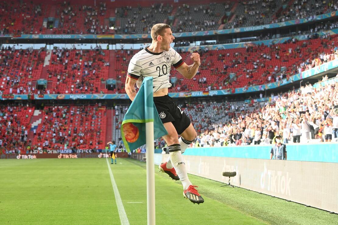 Robin Gosens jubelt im Trikot der deutschen Nationalmannschaft