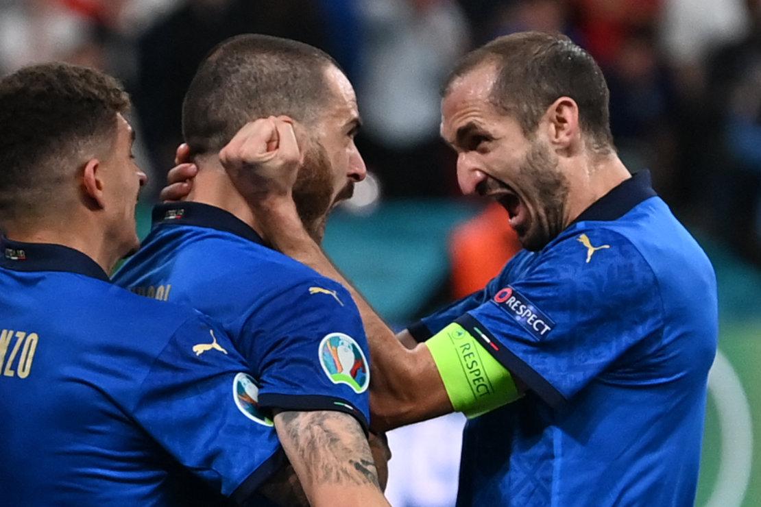 Bonucci und Chiellini bejubeln das Tor im EM-Finale